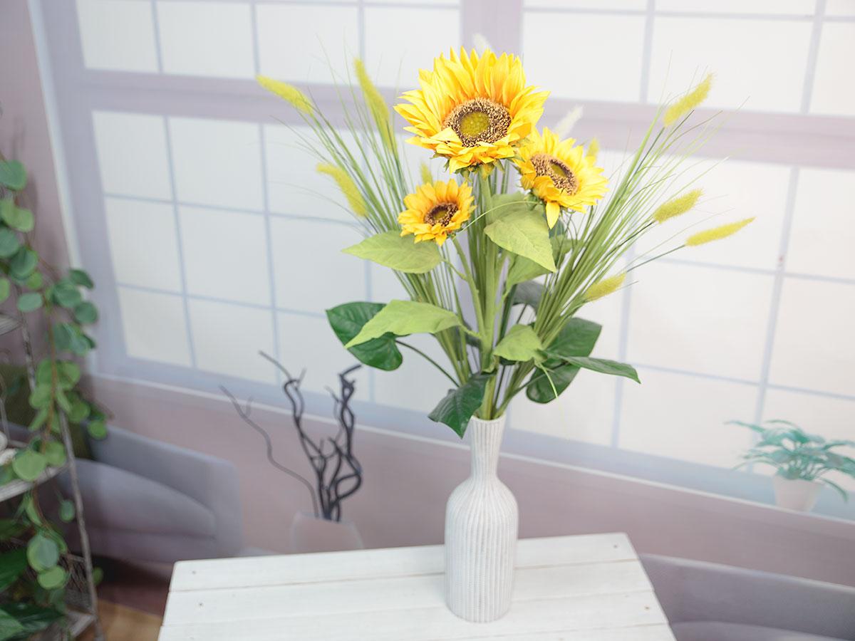태양 해바라기 꽃과 함께 세팅한 샘플사진