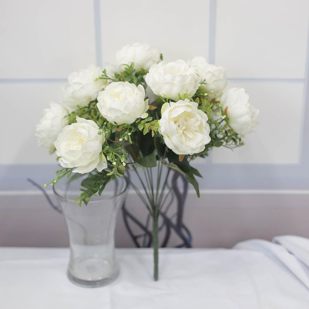 풍성한 작약 꽃 부쉬 크림
