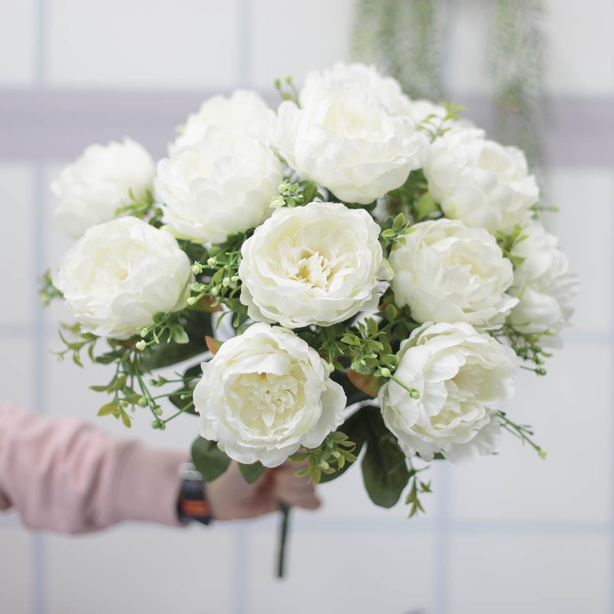 풍성한 작약 꽃 부쉬 핸드헬드